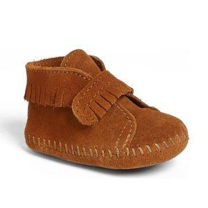 EUC Minnetonka kids baby shoes size 4